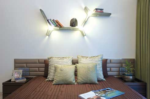 The Foscarini Yet book shelf light above the kids' headboard is just one of the many creative enhancements integrated strategically, maintaining a feel of youthful décor