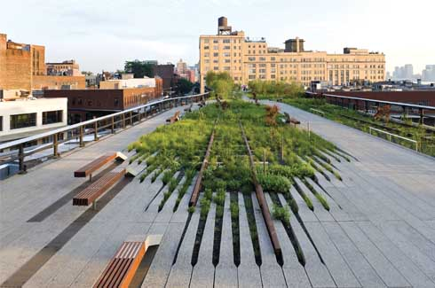 The Washington Grasslands stretch of the High Line is slightly broader and affords expansive views over the Hudson River.