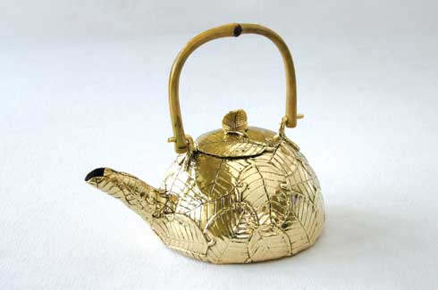 Lemon Leaf Tea Kettle The Leaf Tea Kettle is a charming teapot designed in bronze