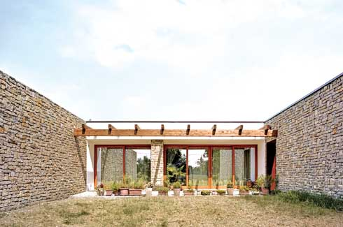 Esse house faces the South in order to reduce the biting heat of summer as well as to take advantage of the prevailing wind pattern.