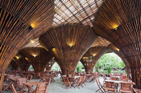 Located at the gateway to Kontum city, the café offers a spectacular vista to those entering the city.