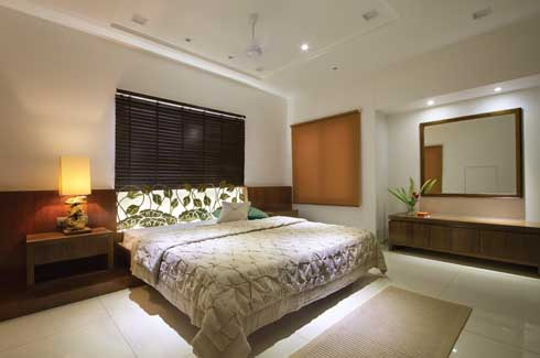 The presence of a piece of wall art made out of brass behind the bed is innovatively backlit to add soul and substance to the ambience.