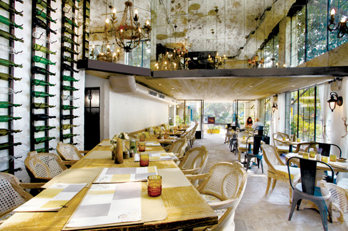 DCA Studio, New Delhi, Rahul Bansal, Amit Aurora, Anand residence, Akbarallys, Amour Bistro.